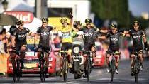 Greipel dominoval sprintu i na Champs-Élysées, Froome slavil šampaňským