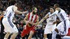 Basketbalist� Pirea potvrdili roli favorit� a porazili Laboral Kutxa Vitoria