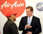 Majitel AirAsia Tony Fernandes s britským premiére…