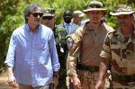 Martin Stropnický u české jednotky v Mali
