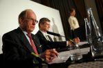 Kanadský právník Richard McLaren oznamuje závěry d...