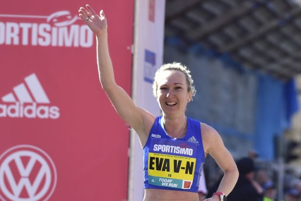 Půlmaraton v Karlových Varech ovládli Vrabcová Nývltová a Romaněnko