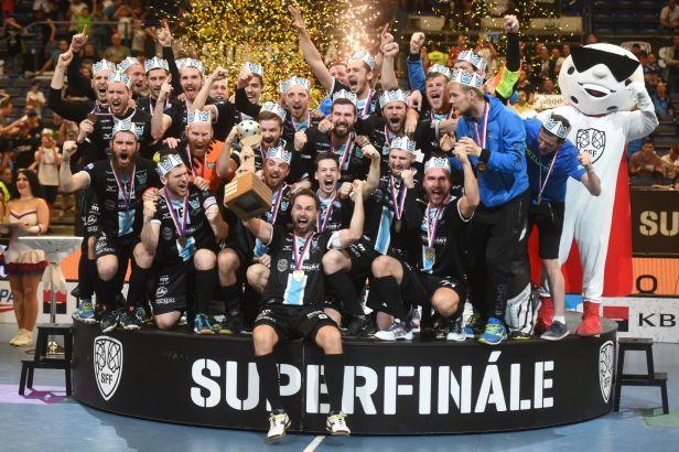 Superfinále rozhodovalo prodloužení. Mezi muži slaví Boleslav, ženský titul mají Vítkovice