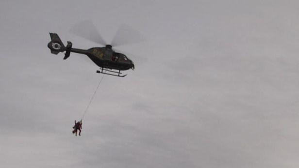 Do z�chran��sk�ch vrtuln�k� usedaj� i hasi�i a policist�