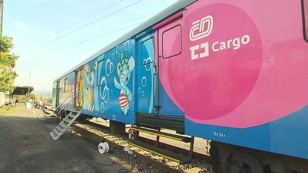 Preventivn� vlak upozor�uje d�ti, jak� nebezpe�� ��h� na kolej�ch