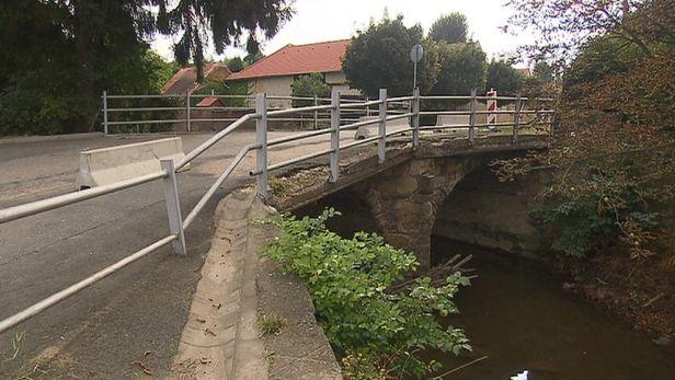 Star� most na Kol�nsku �ek� demolice � anebo vyhl�en� pam�tkou