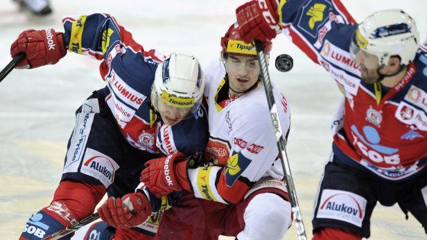 �IV�: Pardubice vtrhly do utk�n� a vedou nad Hradcem 2:0