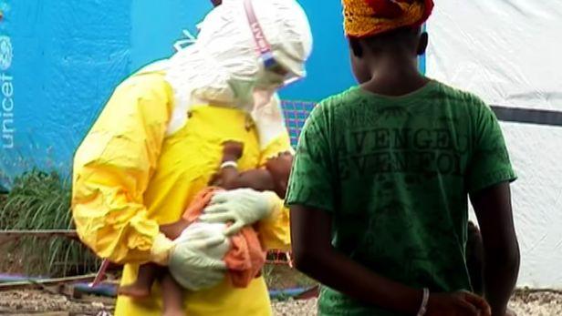 WHO doporu�uje: Po vyl��en� z eboly �tvrt roku bez sexu