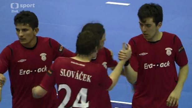 �IV�: Souboj ze �pi�ky tabulky. Futsalist� Chrudimi host� Benago