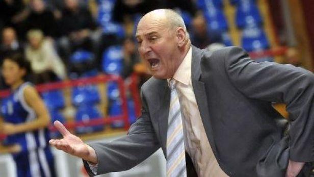 �len basketbalov� S�n� sl�vy Jan Bobrovsk� slav� sedmdes�tiny