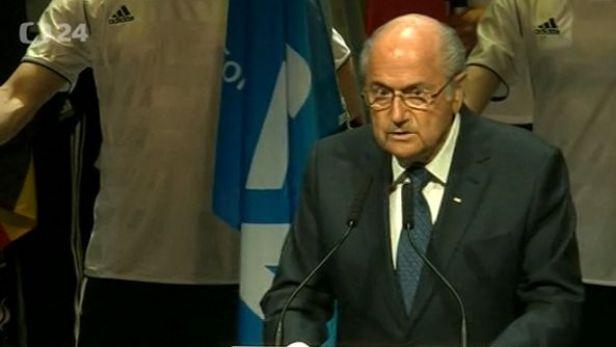 Blatter se nevzd�v�, odpov�dnost za korupci odm�t�