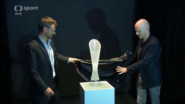 Skl��i z Kamenick�ho �enova vyrobili trofej pro v�t�ze Tour
