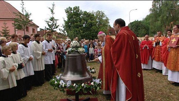 V Kunratic�ch po des�tk�ch let zn�j� ztracen� zvony