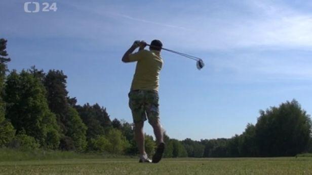 Pardubi�t� hokejist� uspo��dali charitativn� golfov� turnaj