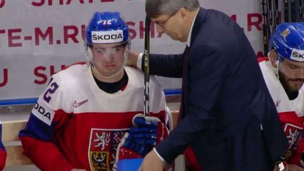 Lékař hokejistů na šampionátu ordinuje všude – na střídačce i na ledě