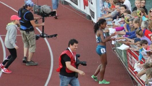 Genzebe Dibabová po vítězství v běhu na 800 metrů